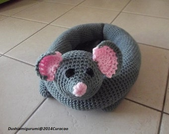 Crochet pattern cats basket with fabric upholstery