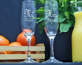 Wedding Champagne Glasses / Personalized / Engraved / Etched / Mr Mrs Champagne Flutes / Set of 2 / 48 DESIGNS / Add Your Name