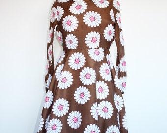 Cute Vintage 1960s Mod Brown & Pink Mini Dress