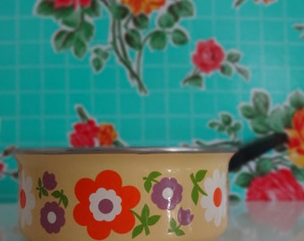 Enamel potty with style