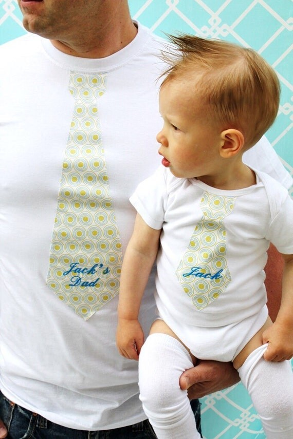 Gift Set Baby Boy Daddy Personalized Tie Bodysuit and Tie T-shirt. Matching Set Daddy & Son, Birthday Outfit, Coming Home Outfit, Christmas