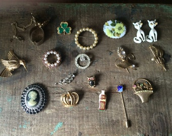 SALE- Vintage Lot of 18 Costume Jewelry- Brooches, Pins