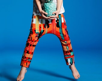 Hammer pants for kids with vintage orange print, made from organic cotton