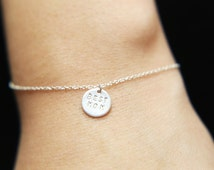 BEST MOM Bracelet - Mother's day Gift, Personalized disc Bracelet - Gold filled /Sterling silver disc bracelet   EB013