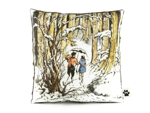 Narnia - Lucy and Mr Tumnus - Little Decorative Pillow - Chronicles Of Narnia