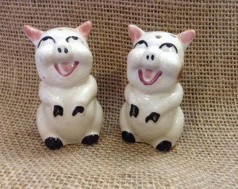 Happy pig salt and pepper shakers