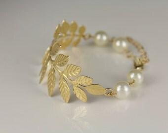Gold laurel leaf branch bracelet chain link adjustable faux pearl beads
