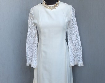 1960s Mod Style White Dress with Crochet Bell Lace Sleeves / Boho, Hippie