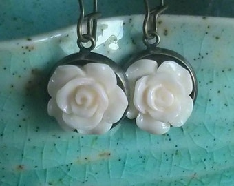 Rose Drop Earrings - Ivory