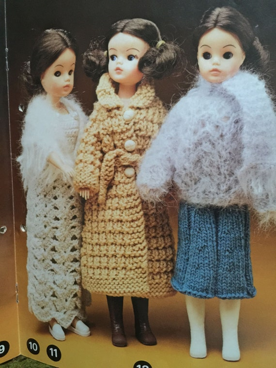Patons dolls & teddy clothes knitting pattern book Barbie