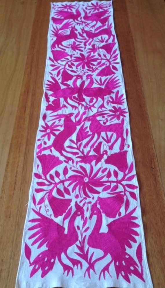 Décor runner animals Pink ethnic embroidered Otomí by ...