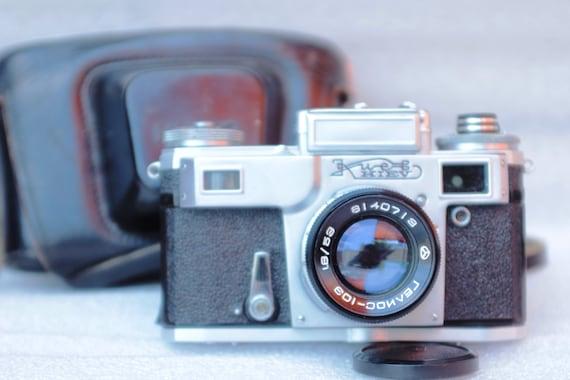 Kiev-4M Vintage Rangefinder Camera, Helios-103 & Case И13
