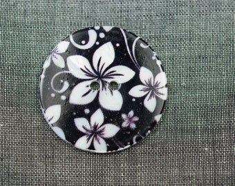 Black and white mother of pearl button with flower motif