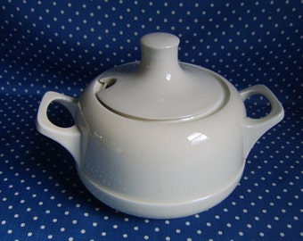 Cream Ironstone Soup Tureen. Similar style to Everhot ware. Gorgeous shape.