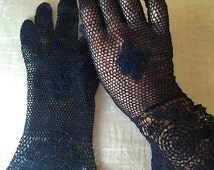 Vintage 1930s crocheted cotton evening gloves with peplum cuffs