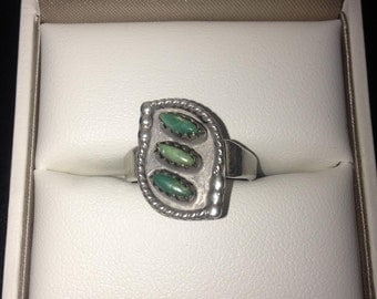 Navajo Ring - Turquoise and Sterling Silver - Petit Point  Size: 7