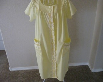 Sunlit Yellow Housecoat/Duster Flowers/Leaves Lace Button Down 1960s Era