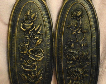 """Vntg floral Roses and Mums on orig Syroco wall plaques, black with and antiqued gold finish,17.5""""L x 6.5""""W, excellent condition"""
