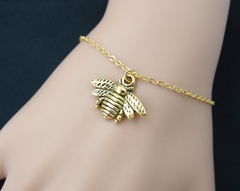 bee bracelet, gold bee charm on gold plated chain, honeybee bracelet, bee jewelry, bumble bee, woodland jewelry, adjustable bracelet