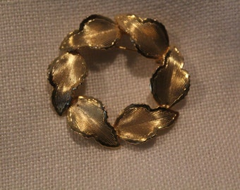 Vintage Brooch-Circle of Gold Leaves