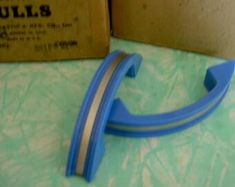 retro plastic drawer pull/handle