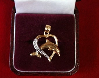14 K Yellow Gold Dolphin Heart Charm With 3 Diamonds. 2.1 gm.