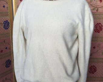 Cream-colored wool Jersey. Boat neck. TG 42
