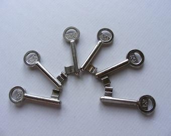 6 Vintage OLD Keys