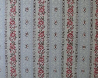 Vintage French 1930's Wallpaper. In good vintage condition.
