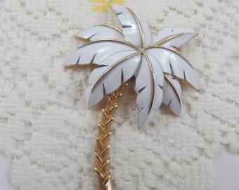 Vintage  Crown Trifari Signed White Enamel Palm Tree Brooch Pin