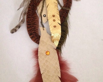 Glamorous Fashion Roach Clip with Feathers