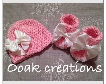 Baby gift set hat and booties