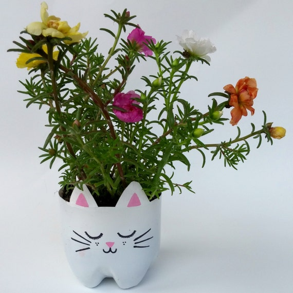 upcycled cute cat planter