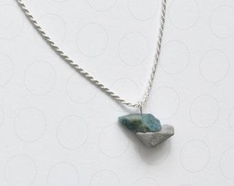 concrete pendant necklace with apatit gemstone