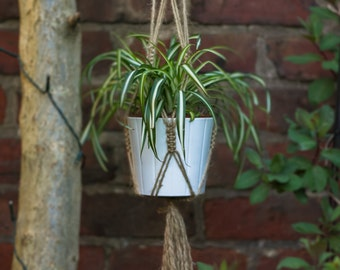 Macramé Plant Hanger in Natural Jute for Home and Garden
