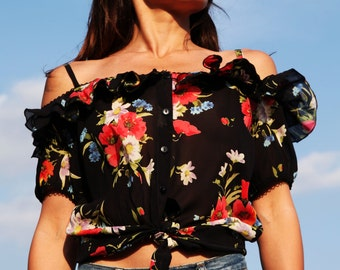Black latin floral romantic top.size L