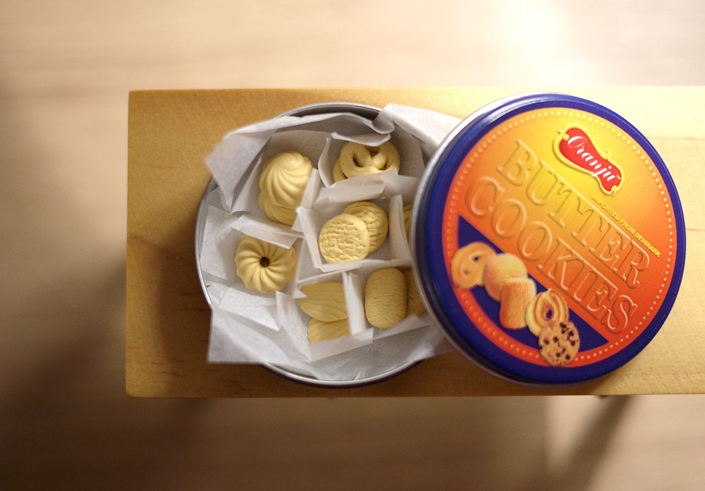how to pack cookies in a tin