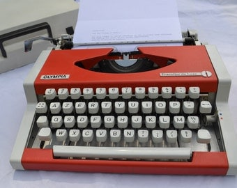 Cool 1970's typewriter Olympia Traveller de Luxe