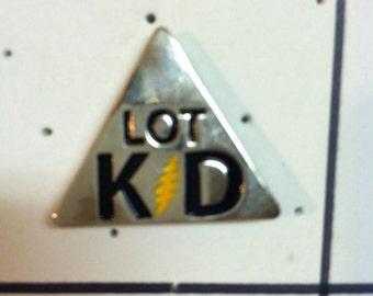 Lot kid hat pin