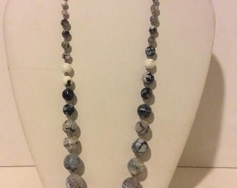 Elegant grey blue beaded agate short necklace
