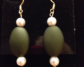 Green oval glass beads adorned with off white pearls on gold wire