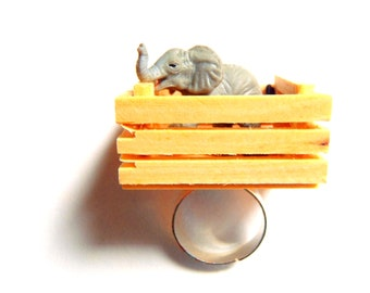 I CAPTURED AN ELEPHANT !! -- Miniature elephant crate, ring by The Sausage