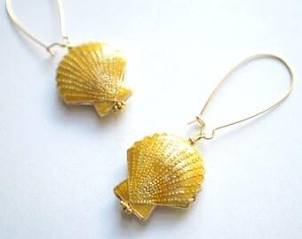 The Oceanside- Gold Scallop Earrings