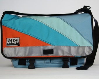 Messenger bag in orange and light blue