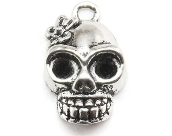5 Skull Charms Silver Tone Metal (S142)