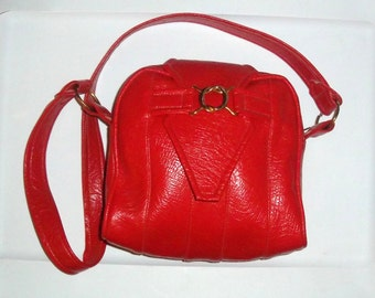 Purse 70s MOD CHERRY RED Long strap Vinyl and Brass