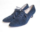 Vintage 1980s Salvatore Ferragamo Navy suede tasseled heeled Loafers size 9 and a half AA