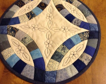 Blue Double wedding ring quilted candle matt, hot pad