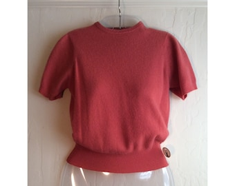 X-SMALL to Smaller MEDIUM Cashmere Lovely Coral Colored Vintage 1940s or 1950s Short-Sleeved Sweater