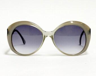 Robert la Roche vintage sunglasses - model 780 - gray oversized designer sunglasses in unworn deadstock condition with new lenses